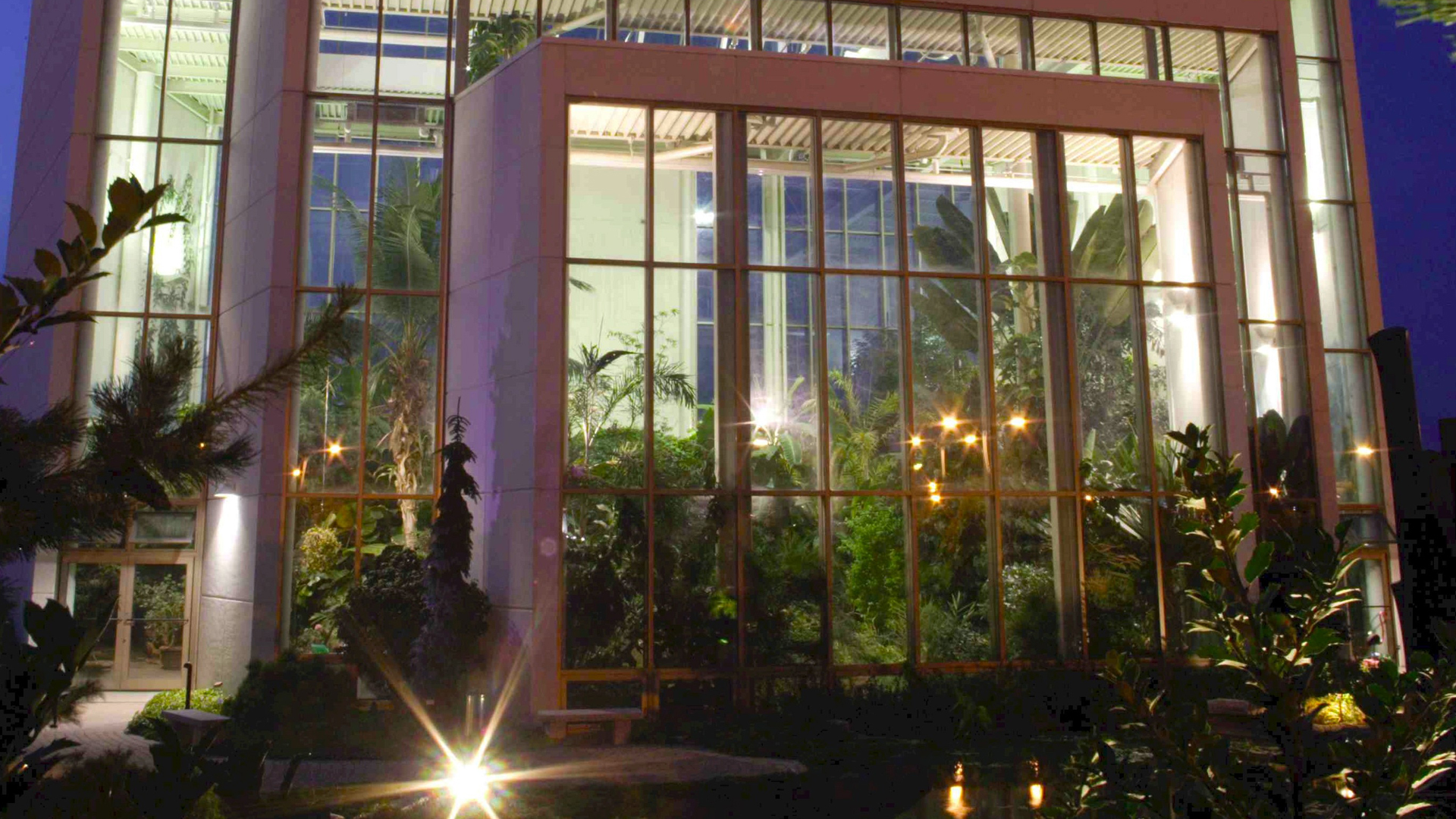 Quad City Botanical Center | Enjoy Illinois