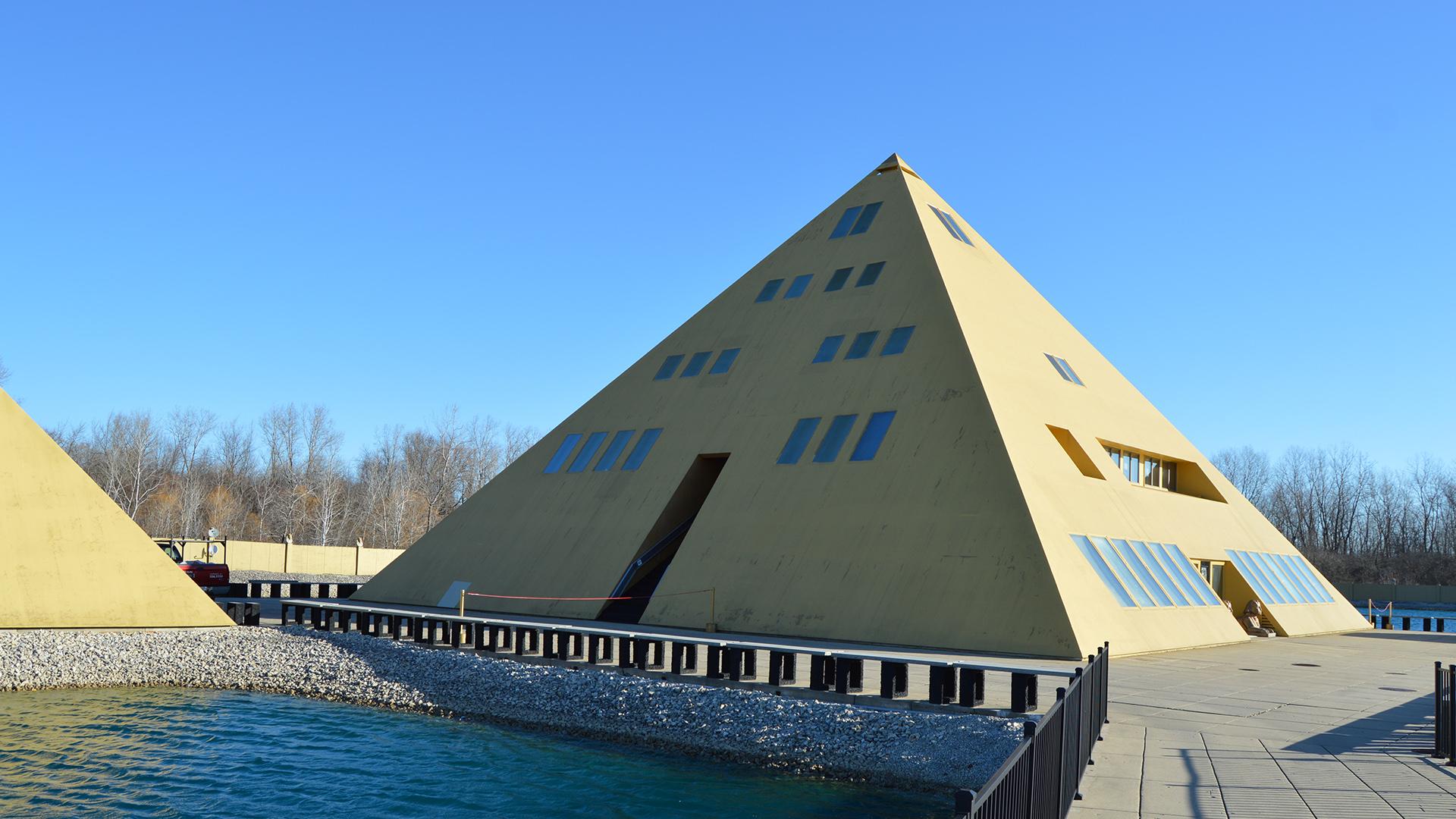 Risultati immagini per Gold Pyramid in Wadsworth Illinois