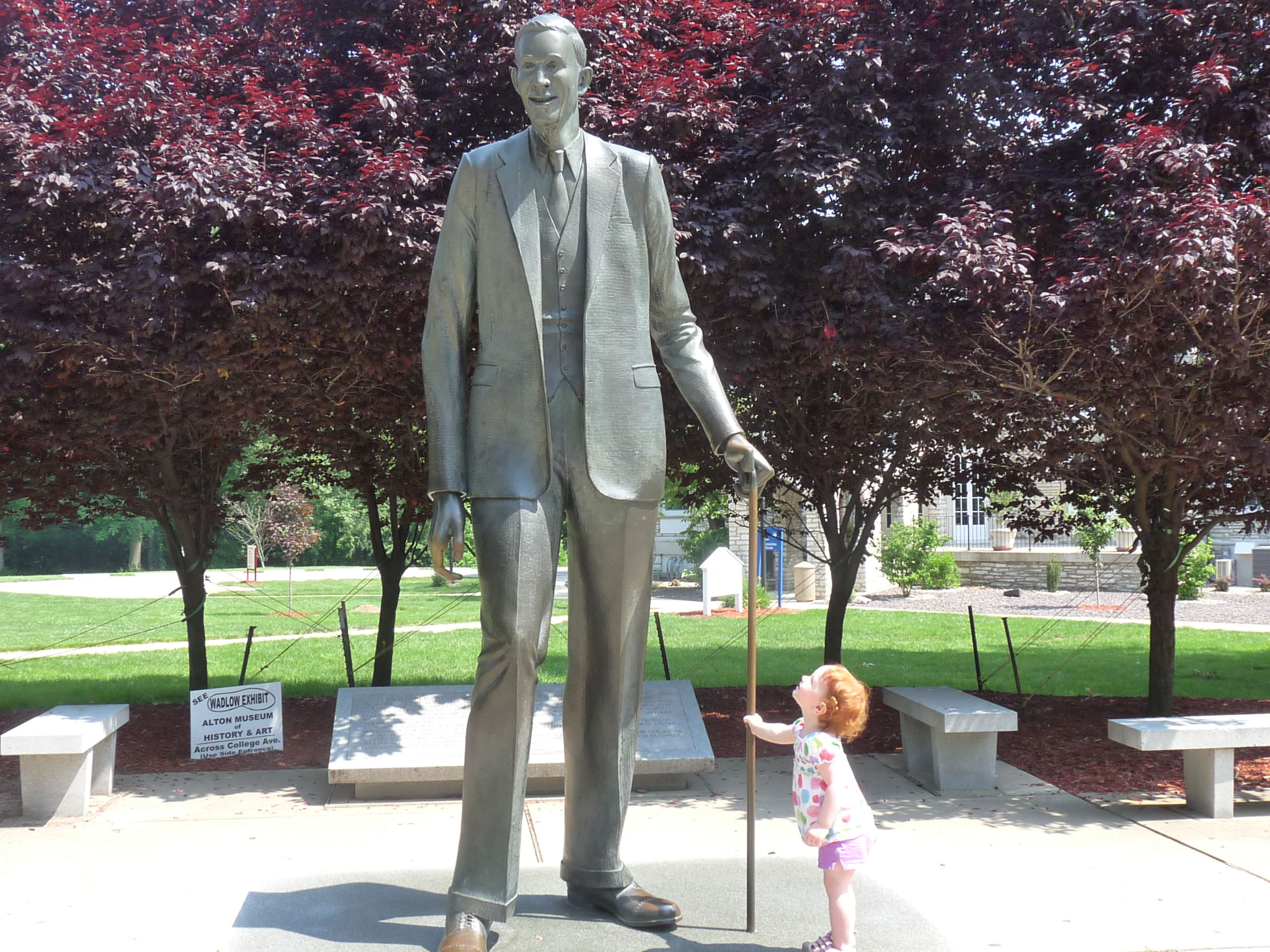 robert wadlow statue enjoy illinois