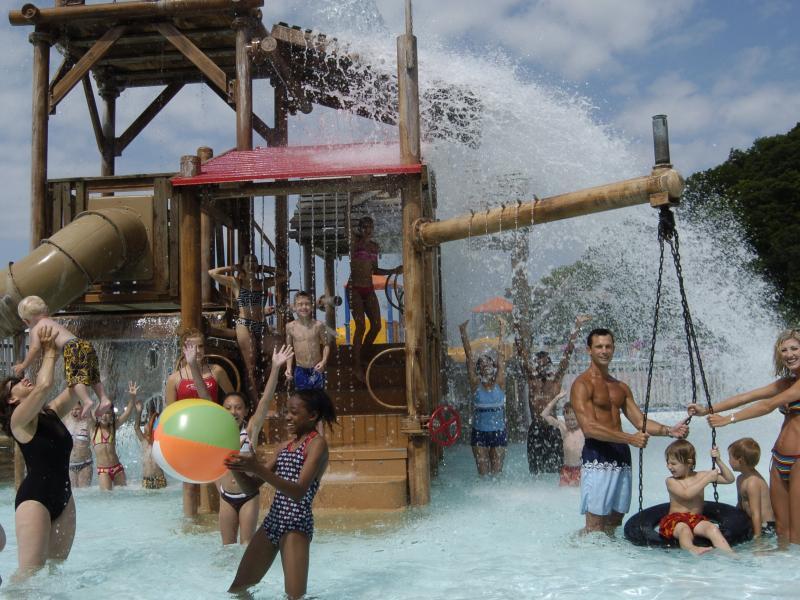 Water Parks In Illinois Wave Pools Waterslides Enjoy