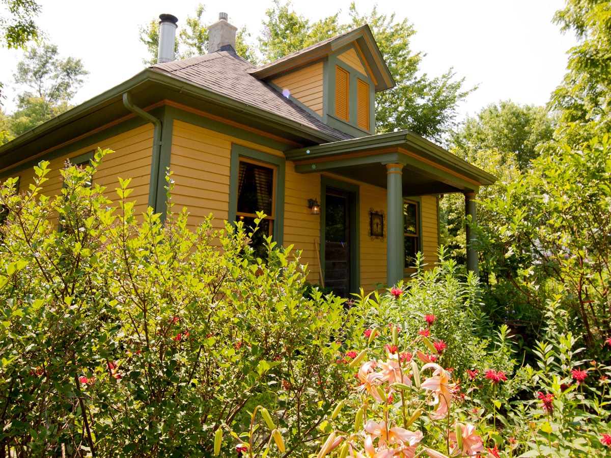 Choose One Of The Charming Cottages At Irish Hollow Near Galena, Illinois.