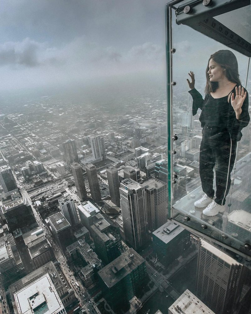 Watching over the city from the Willis Tower Skydeck by @mayaramverhulst